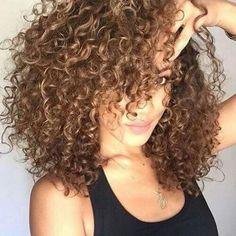 So beautiful curly hair Curly Hair Tips, Curly Hair Care, Curly Hair Styles, Natural Hair Styles, Curly Lob, Frizzy Hair, Messy Hair, Afro Hairstyles, Pretty Hairstyles