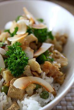 Blumenkohl-Walnuss-Curry mit Tofu und Reis