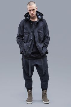 ACRONYM 2016 Fall/Winter Collection: The epitome of form and function. Monochrome Fashion, Dark Fashion, Urban Fashion, Winter Fashion, Mens Fashion, Cyberpunk Clothes, Cyberpunk Fashion, Punk Outfits, Future Fashion