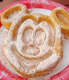 """Click to read our article, """"Is Free Disney Dining Plan Worth It?"""" #disneydining"""