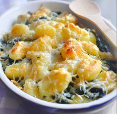Gratin de gnocchis aux épinards | Envie de bien manger. Plus de recettes ici : http://www.enviedebienmanger.fr/idees-recettes/recettes-gratin