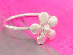 Sterling silver delicate flower stacking ring, cute and small daisy flower ring - pinned by pin4etsy.com