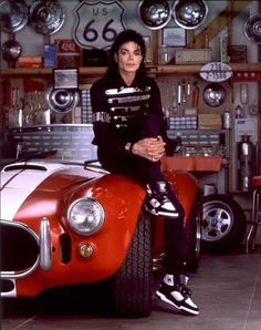 """from the story """"Michael Jackson"""" by MitaahhJackson (KING OF POP) with 128 reads. Michael Jackson Photoshoot, Michael Jackson Bad Era, Janet Jackson, Michael Jackson Wallpaper, Paris Jackson, Invincible Michael Jackson, Photo Star, King Of Music, Jackson Family"""