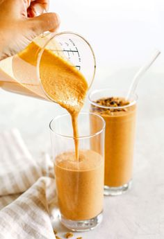 Start your morning off with this thick and creamy Pumpkin Spice Smoothie that is healthy, delicious and loaded with all your fall favorites like pumpkin, apple, banana, Greek yogurt, maple syrup and warm spices! Canned Pumpkin, Pumpkin Spice, Pumpkin Smoothie, Dairy Free Yogurt, Eat Yourself Skinny, Breakfast Smoothie Recipes, Healthy Pumpkin, Light Recipes, Pumpkin Recipes