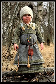 Hervor's new costume cute overload viking baby. I'm sad that it's too hot here for my son to be dressed like this. Viking Baby, Viking Life, Viking Woman, Historical Costume, Historical Clothing, Historical Photos, Viking Reenactment, Viking Culture, Viking Dress