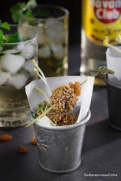 Polpettine in crosta di sesamo - finger food con mojito