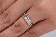 Diamanti in oro massiccio, Minimal anello, anello Classic, regalo di compleanno, Prong anello oro, anello di diamanti, anello di fidanzamento, anello nuziale, anello chic di fattoamanou su Etsy https://www.etsy.com/it/listing/254329762/diamanti-in-oro-massiccio-minimal-anello