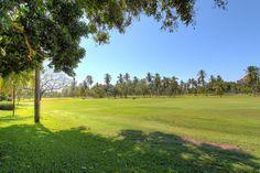 Con vista al campo de golf - Villa en venta en Acapulco, junto al Fairmont Acapulco Princess - Más información aquí: http://pueblaresidencial.com/listing/villa-2-niveles-acapulco-casas-en-venta-en-acapulco/