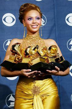 Singer Beyonce Knowles poses with her six Grammys backstage in the Pressroom at the Annual Grammy Awards held at the Staples Center on February 2004 in Los Angeles, California. Get premium, high resolution news photos at Getty Images Beyonce Knowles Carter, Beyonce And Jay Z, Destiny's Child, Stevie Wonder, Chris Pratt, Jennifer Lawrence, Cleopatra, Meghan Markle, Beyonce Facts