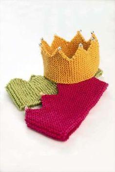 SRIKK MED SØLVTRÅD: På den gule kronen har vi strikket en elastisk sølvtråd sammen med garnet. Hver tagg er pyntet med en perle.