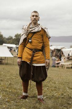 Actual Viking Clothing: Note Eastern Influence Trousers Viking Garb, Viking Reenactment, Viking Men, Viking Dress, Viking Costume, Medieval Costume, Viking Tunic, Norse Clothing, Armor Clothing
