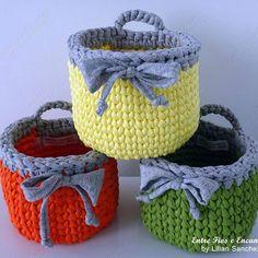 Esse trio sempre me encanta! Para mais detalhes visite minha loja no elo7 (endereço no meu perfil) #entrefioseencantos #cestosorganizadores #cestoorganizador #cestocroche #cestotrapilho #cestofiodemalha #crochet #handmade #basket #decoracao #banheiro #fiosdemalha #trapilloxxl #trapillo #organizacao #decora #santaajuda #quarto #closet #cestopendurar