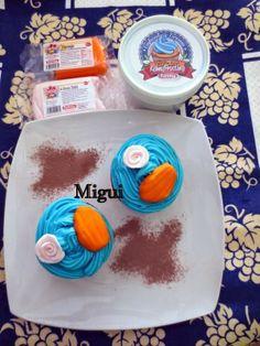 LA COCINA DE MIGUI Y FAMILIA: CUPCAKES DE CHOCOLATE CON CORAZÓN CRUJIENTE Y FROS... http://lacocinademiguiyfamilia.blogspot.com.es/2014/04/cupcakes-de-chocolate-con-corazon.html