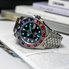 Rolex gmt Pepsi lume up to max 🔥🔥 Ref. Patek Philippe, Audemars Piguet, Luxury Watches, Rolex Watches, Sport Watches, Watches For Men, Rolex Boutique, Oyster Perpetual Cosmograph Daytona, Rolex Gmt Master 2