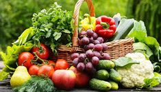 This Sunday, give your body a refreshing start: fresh fruit and vegetables! Have a colorful picnic! Fresh Fruits And Vegetables, Organic Vegetables, Growing Vegetables, Image Fruit, Best Air Purifying Plants, Vegetable Basket, Vegetable Garden, Fruits Images, Fruit Seeds