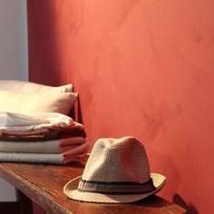 Badigeon terracotta couloir - Recherche Google Barge Interior, Montpellier, Old School, Paint Colors, Facade, Bedroom Decor, Concepts, Perception, Recherche Google