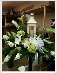 45 Beautiful Funeral Arrangements Ideas Easy To Make It 083 Arrangements Funéraires, Funeral Floral Arrangements, Church Flowers, Funeral Flowers, Wedding Flowers, Candle Lighting Ceremony, Cemetery Flowers, Grave Flowers, Funeral Sprays