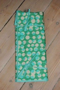 Knitting Needle Case idea the world training craft craft diy craft for kids craft no sew craft to sale Diy Sewing Projects, Knitting Projects, Sewing Tutorials, Sewing Crafts, Sewing Ideas, Knitting Needle Case, Knitting Needles, Knitting Storage, Easy Sewing Patterns