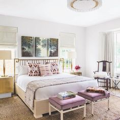 Soft touches of color contribute to a tranquil guest bedroom atmosphere  #LuxeTX Nov/Dec Interiors: @morganfarrowinteriors  Architecture: @shmarchitects  Photo: Nick Johnson @sandow • • #instaluxe #luxuryinteriors #guestbedroom #dallas #architecture #upholstery