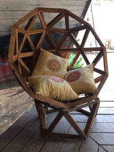 Turn this into a hanging chair with rope, maybe white wash Cheap Furniture, Pallet Furniture, Home Decor Furniture, Diy Home Decor, Furniture Design, Room Decor, Furniture Redo, Furniture Stores, Handmade Wood Furniture