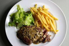 Steak frites mit Pfeffersauce / http://piasdeli.de/Rezept/steak-frites/