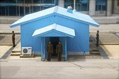 Демаркационная линия между Северной и Южной Кореей. Это, как видно, северная часть. Достижение народного хозяйства сразу бросается в глаза – кондиционер