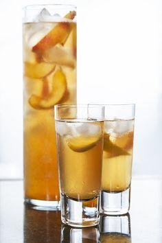 Thé glacé maison à la pêche #recettesduqc #boisson #the Cocktails, Drinks, Iced Tea, Lemon Grass, Pint Glass, Smoothies, Tableware, Recipes, Liqueur