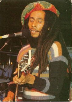 Rastafari style was heavily influenced by music and musicians, like Bob Marley an reggae music. Bob Marley Legend, Reggae Bob Marley, Jamaica, Bob Marley Pictures, Marley Family, Rasta Man, Jah Rastafari, Reggae Artists, Robert Nesta