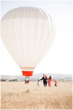 Hot air balloon family pictures by @Ashlee Outsen Outsen Raubach