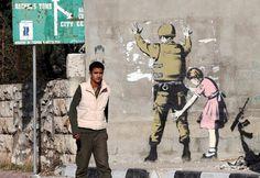 De intussen legendarische Britse graffitikunstenaar Banksy (Robert Banks) heeft weer toegeslagen. In het vervallen kustplaatsje Clacton had hij deze week een fraaie muurschildering aangebracht met wat kleurige vogels, om op ironische wijze vreemdelingenhaat aan de kaak te stellen. De gemeente begreep het niet helemaal, en liet het kunstwerk binnen 48 uur overschilderen omdat er een klacht over 'racisme' was gekomen. Bewoners reageren verbijsterd nu hun dorp een toeristische attractie is…