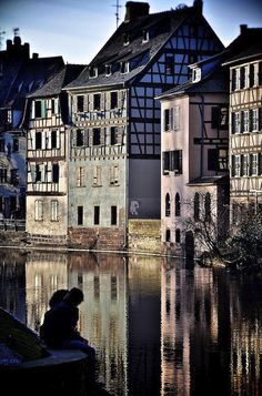 Official Website ✅ Best Rates Guaranteed: Charming and luxury hotel in the heart of Alsace with Spa & Gourmet restaurant. Places To Travel, Places To See, Travel Destinations, Strasbourg, Casas Tudor, Wonderful Places, Beautiful Places, Parc Hotel, Paris France