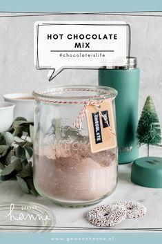 Ken je de Nesquick chocolademelk van vroeger nog? Die hot chocolate mix kun je ook zelf maken! Daar heb ik een lekker en gemakkelijk recept voor. Bekijk het snel. Homemade Hot Chocolate, Hot Chocolate Mix, Nom Nom, Food, Essen, Meals, Yemek, Eten