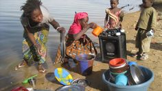 @untere This is how women wash dishes and collect water. The Solvatten disinfects water using #SODIS, solar disinfection.