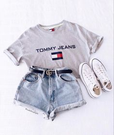teenager outfits for school ; teenager outfits for school cute Teen Fashion Outfits, Look Fashion, 90s Fashion, Girl Outfits, Fashion Beauty, Womens Fashion, School Outfits, Jeans Fashion, Fashion Clothes