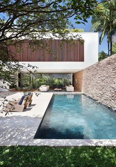Best Ideas For Modern House Design & Architecture : – Picture : – Description Home Decoration Situated in São Paulo, Brazil, this pretty private residence was designed in 2012 by Studio Guilherme Torres. Outdoor Pool, Indoor Outdoor, Outdoor Living, Pool Backyard, Indoor Pools, Outdoor Patios, Diy Pool, Indoor Swimming, Outdoor Lounge
