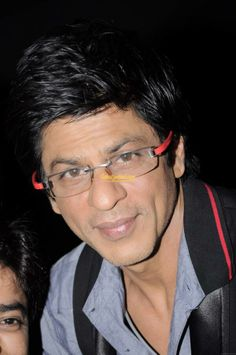 quite old pic! love those glasses! King Of Kings, My King, Bollywood Actors, Film Industry, Shahrukh Khan, Favorite Person, Films, Movies, Hot Guys