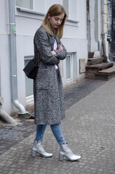Metallic boots, boucle coat, Zara and H&M look. More on afnewsletter.com
