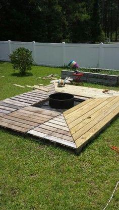 Diy pallet patio decks with furniture best pallet deck for Pallet fire pit