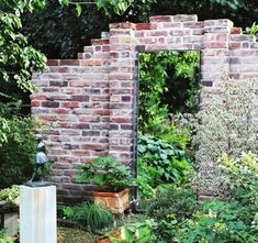 The Most Awesome Garden Mirror Ideas That Took Over The Internet! Ideas Para Decorar Jardines, Mirror Illusion, Garden Mirrors, Diy Mirror, Mirror Ideas, Garden Guide, Small Gardens, Water Features, Backyard Landscaping