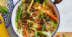 Everyone's favourite Chinese takeaway dish – beef chow mein – gets a healthy makeover in this easy recipe. 500 Calorie Meal Plan, 500 Calorie Dinners, Meals Under 500 Calories, 100 Calories, Mince Recipes, Cooking Recipes, Savoury Recipes, Beef Recipes, Asian Recipes