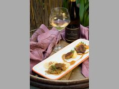 White Wine, Alcoholic Drinks, Food, Apple, Wine, Alcoholic Beverages, Meal, Eten, White Wines
