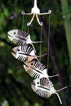 Rustic Bonefish Upcycled Flatware Windchime - Rustic Patina Silver Plate Skeleton Spoon Fish Mobile Art - Cute Outdoor Halloween Decoration Willkommen in Metal Yard Art, Scrap Metal Art, Metal Projects, Metal Crafts, Projects To Try, Mobiles Art, Carillons Diy, Fork Art, Silverware Art