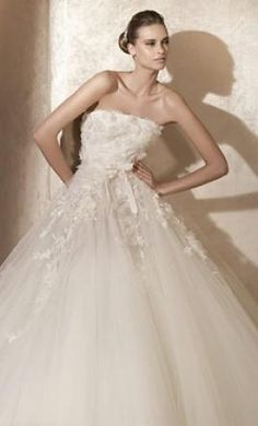 Elie Saab Laertes: buy this dress for a fraction of the salon price on PreOwnedWeddingDresses.com