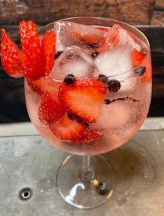 Bar Drinks, Non Alcoholic Drinks, Cocktail Drinks, Beverages, Cocktails, Tonic Drink, Gin And Tonic, Gin Recipes, Raw Food Recipes