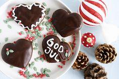 Honninghjerter - Opskrift på hjemmelavede honningkage hjerter Christmas Baking, Christmas Cookies, Scandinavian Food, Sugar, Desserts, Life, Velvet, Postres, Xmas Cookies