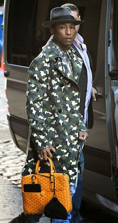 The Many Bags of Accessory-Loving Male Celebrities Goyard Bag, Goyard Luggage, Camouflage Fashion, Camouflage Coat, Chef D Oeuvre, Pharrell Williams, Mode Style, Stylish Men, Well Dressed