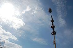Maibaum aufstellen im Tennengau Cn Tower, Utility Pole, Building, Travel, Threshing Floor, Lineup, Culture, Viajes, Buildings