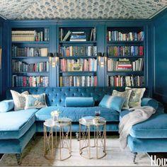 salón-azul-sofas-terciopelo