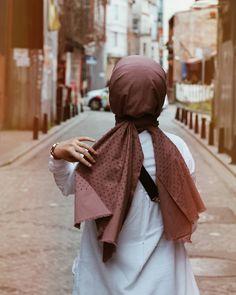 Cute Photos Ideas For Girls Uk Fashion, Fashion Days, Modest Fashion, Hijab Fashion, Hijabi Girl, Girl Hijab, Muslim Girls, Muslim Women, Girly Pictures