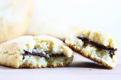 Vegan Dark Chocolate Stuffed Scones via Nelson Nelson Nelson Nelson (Eat, Live, Run) Vegan Sweets, Vegan Desserts, Just Desserts, Delicious Desserts, Dessert Recipes, Vegan Scones, Vegan Dark Chocolate, Good Food, Yummy Food